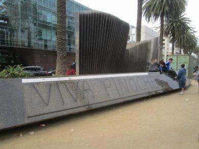 Atentado-contra-Memorial-Foto-1-Gmo.-Correa