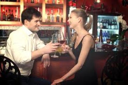 外国人の多いバーなどに行った時、外国人美女と仲良くなるための会話術 ...