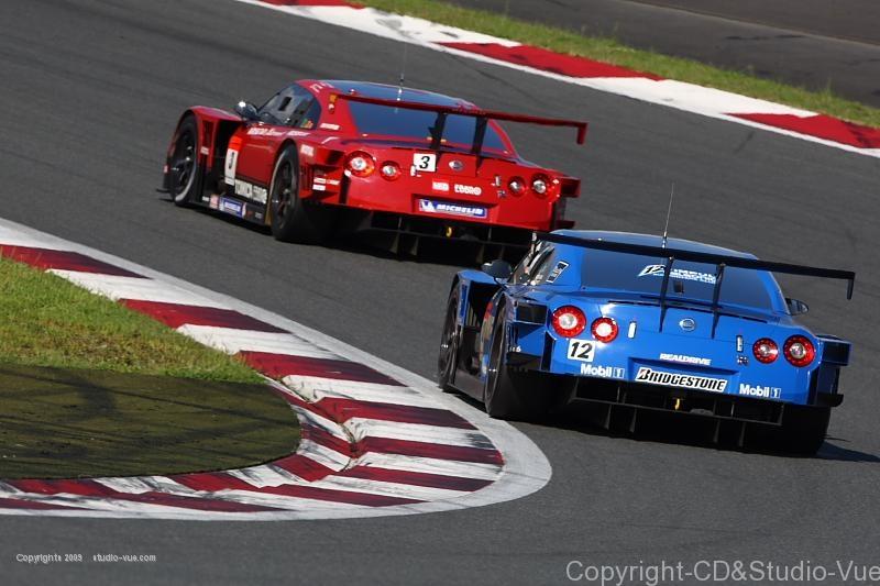 No.3 VS No.12 GT-R プリウスコーナーにて