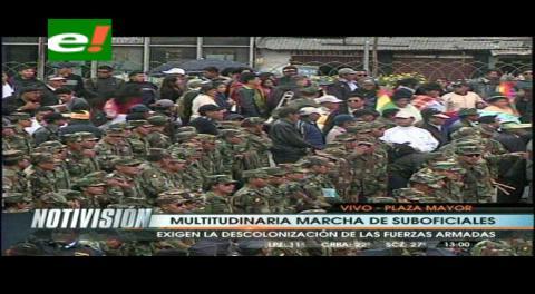 """Ponchos Rojos """"hombro a hombro"""" con Sargentos y Suboficiales de las FF.AA."""