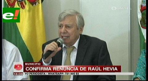 Raúl Hevia presenta su renuncia al alcalde Percy Fernández
