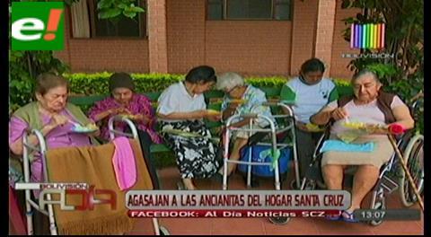 Agasajan ancianitas del Hogar Santa Cruz