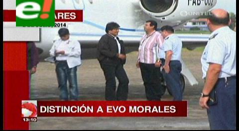 Titulares: Colegio de Economistas distinguirá a Evo Morales