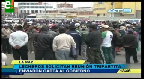 La Paz. Productores de leche bloquearon ingreso de la planta Pil