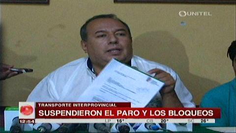 Santa Cruz: Transportistas levantan bloqueo tras firmar acuerdo con la Gobernación