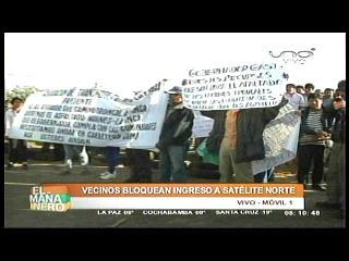Vecinos y transportistas bloquean la carretera al norte en demanda de obras