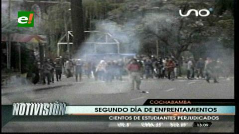Cochabamba: Nuevos enfrentamientos entre estudiantes y policías en El Prado