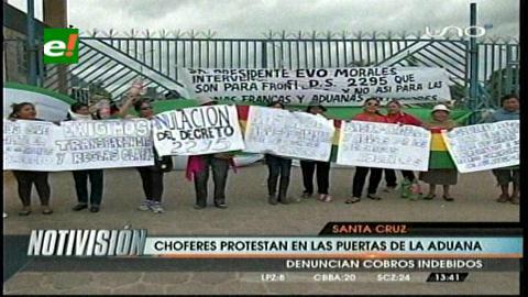 Santa Cruz: Comerciantes bloquean la Aduana pidiendo la derogación de un decreto