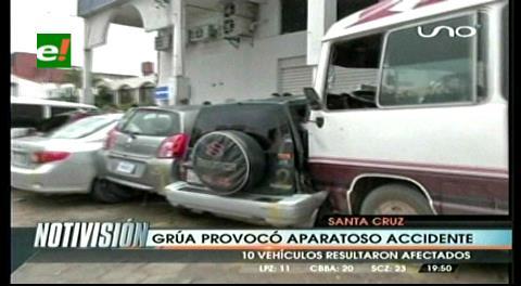 Santa Cruz: Grúa ocasiona choque de 11 vehículos y deja varios heridos