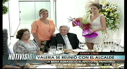 Percy recibe a Valeria y a comparsas carnavaleras