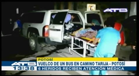 Vuelco de un bus deja dos muertos en la vía Potosí-Tarija