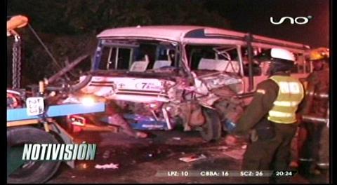 Camión choca contra micro y mata a un ciclista