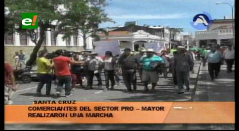 Masiva marcha de comerciantes contra la Alcaldía cruceña