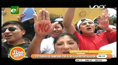 Jóvenes potosinos protestan con el No a la reelección de Evo Morales