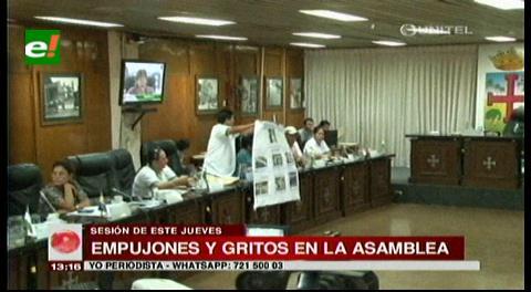 Gritos y empujones en la sesión de la Asamblea Departamental cruceña