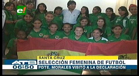 Morales visita a Selección femenina Sub 20 de Bolivia en su concentración