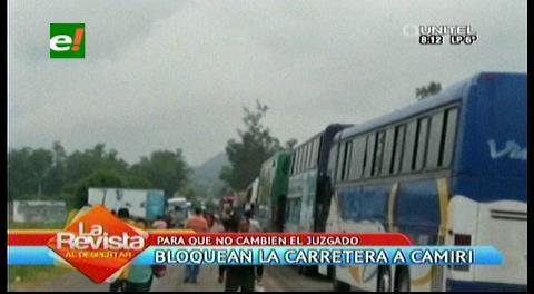 Pobladores cortan ruta a Camiri por 24 horas