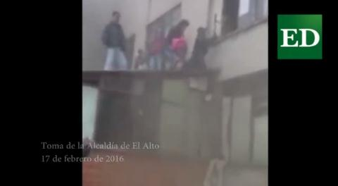 El Alto: Funcionarios escaparon por las ventanas de la Alcaldía