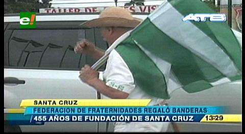 Fundación de Santa Cruz: Fraternidades cruceñas regalaron banderas