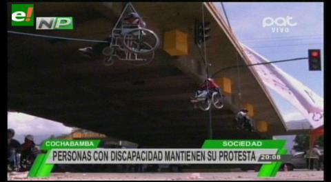 Cochabamba: Gente con discapacidad se da modos para llegar al Gobierno