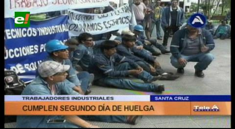 Trabajadores industriales hacen huelga por trabajo en planta de urea