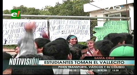 Protesta de universitarios: Policías desbloquean  la carretera al norte