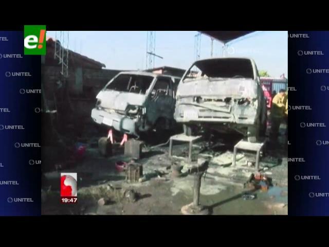 3 vehículos arden en un taller mecánico