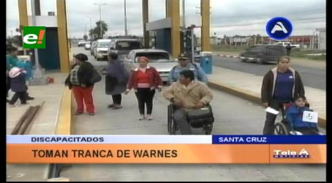 Discapacitados tomaron tranca para exigir bono