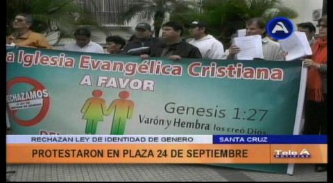 Iglesias marchan en Santa Cruz en rechazo a la Ley de Identidad de Género