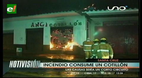 Incendio consume una tienda de cotillón