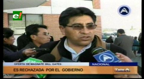 """Cocarico califica de """"grosero"""" a Bill Gates y rechaza donación de gallinas a Bolivia"""
