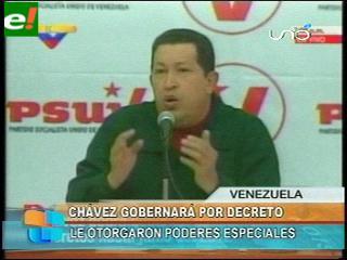 Chávez gobernará por decreto durante 18 meses