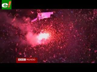 Los egipcios celebran en las calles la partida de Hosni Mubarak