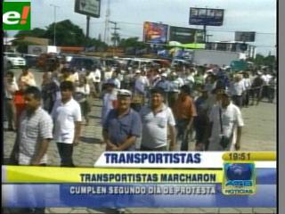 Transportistas paralizan la ciudad en su segundo día de protesta