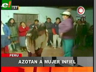 Perú: Mujer es azotada por campesinos por serle infiel a su esposo