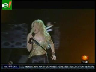 Shakira conquista a 50.000 espectadores pese a retraso en concierto
