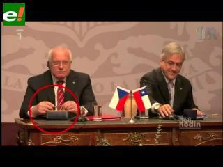 Piñera, el líder checo y la pluma desaparecida