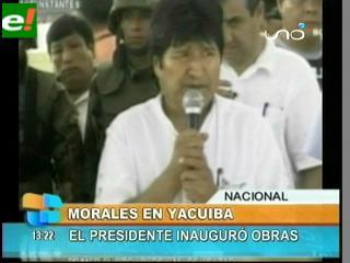 Marcha sorprende a Evo en pleno desfile en Yacuiba y se originan enfrentamientos