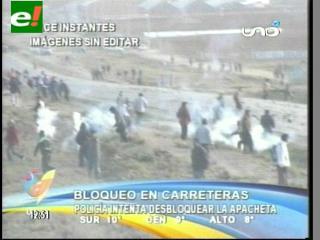 Policías y maestros se enfrentan en la ruta La Paz-Oruro