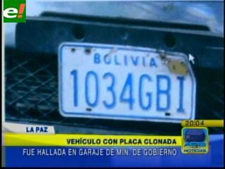 Ministerio de Gobierno tiene en la puerta de su garaje un vehículo con placa clonada