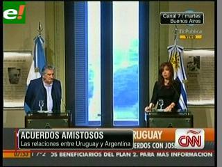 Cristina y Mujica encabezaron la firma de acuerdos de integración bilateral