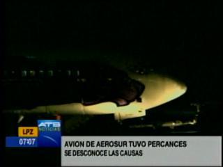 Avión de AeroSur sufre percance al aterrizar en la ciudad de El Alto