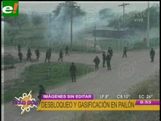 Policía desbloquea la carretera a Pailón