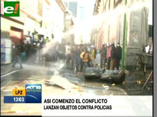 Policía reprime con agua y gases a la IX Marcha