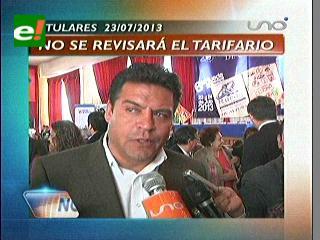Titulares: Revilla afirma que no se revisarán las tarifas de radio taxis