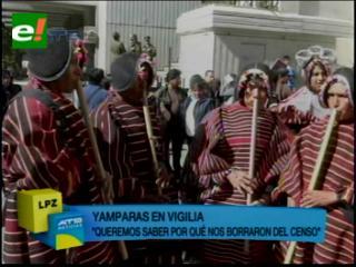 Yamparas inician vigilia en Ministerio de Planificación, anuncian huelga de hambre en contra de Censo