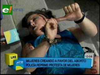 Mujeres Creando protestan a favor del aborto