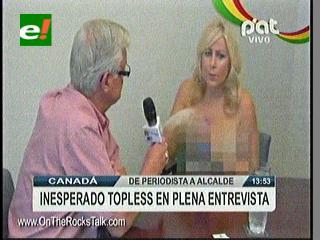 """Periodista realizó inesperado """"topless"""" en medio de entrevista"""