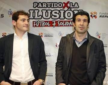 """Iker Casillas y Luis Figo presentan el """"partido solidario"""""""