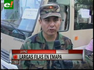 Militares comienzan a vender pan de batalla en La Paz